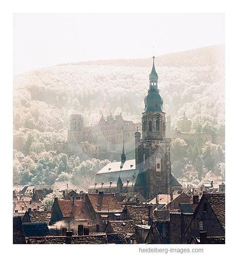 Archiv-Nr. 154HC / Heiliggeistkirche und Altstadtdächer im Morgenlicht 1942