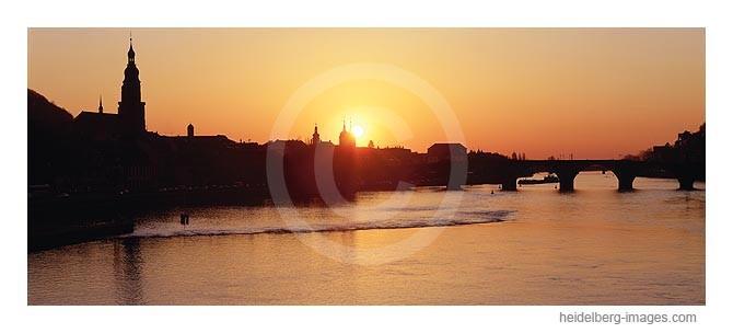 Archiv-Nr. hc2001104 / Silhouette von Heidelberg im Sonnenuntergang