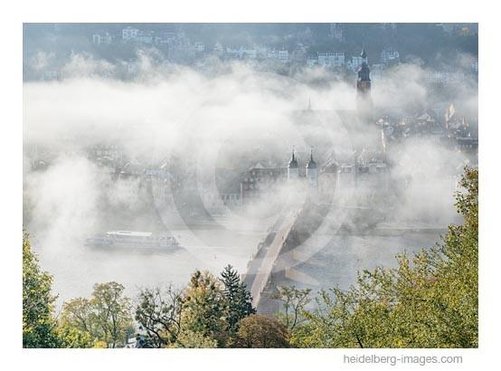 Archiv-Nr. hc2014173 | Heidelberg, Altstadt im Herbstnebel