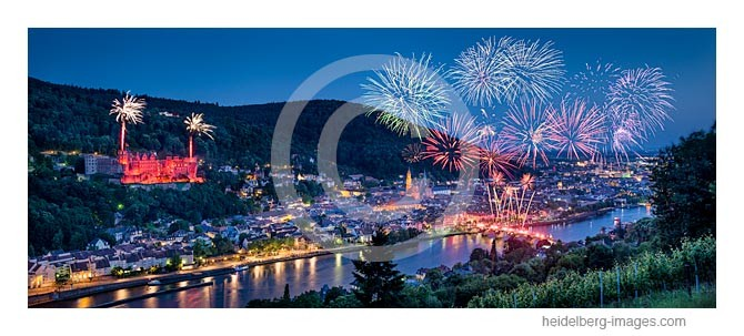 Archiv-Nr. hc2014145 / Heidelberg, Blick über die Weinberge auf die Schlossbeleuchtung