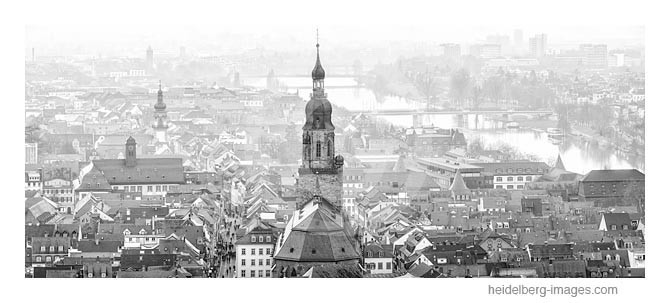 Archiv-Nr. h2013111 / Altstadtdächer und Heiliggeistkirche