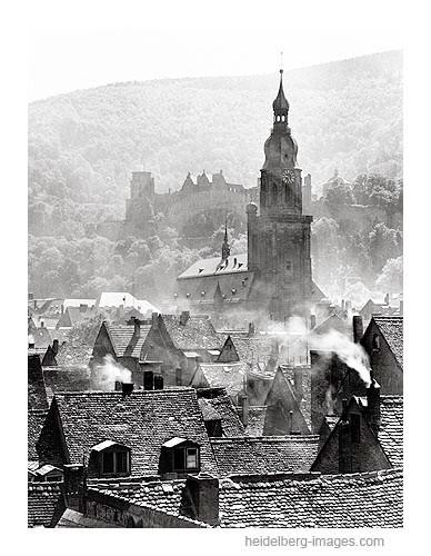 """Archiv-Nr. 1-54 / Heidelberg, """"Morgenlicht"""" Altstadtdächer mit Heiliggeistkirche im Morgenlicht / 1942"""