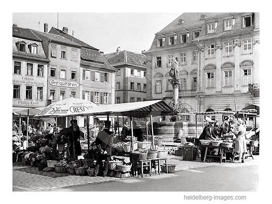 Archiv-Nr. 252_2HR / Wochenmarkt auf dem Marktplatz vor dem Rathaus