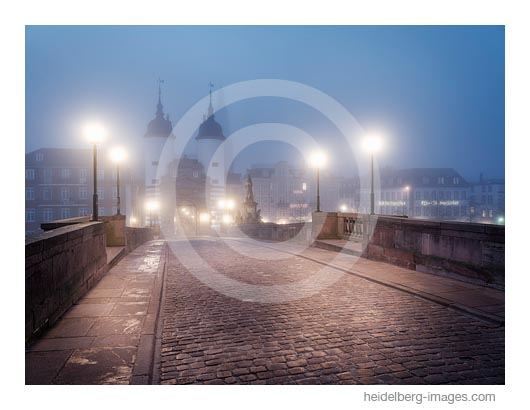 Archiv-Nr. hc2019143 | Nachtaufnahme Alte Brücke im Nebel