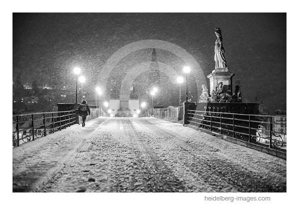 Archiv-Nr. h2020159 | Schneetreiben auf der alten Brücke
