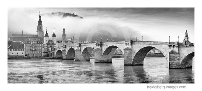 Archiv-Nr.  h2014104   Heidelberg, Alte Brücke im Morgennebel