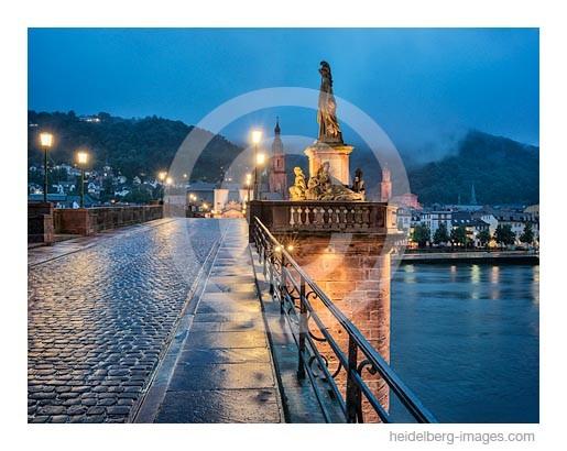 Archiv-Nr. hc2014148 | Heidelberg, Regenstimmung auf der Alten Brücke