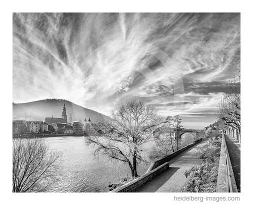 Archiv-Nr. h2012176 | Bizarre Wolkenformation am Nordufer