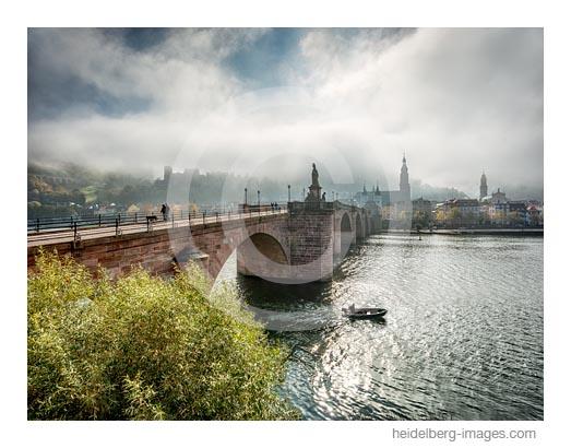 Archiv-Nr. hc2016143 | Kleiner Fischerkahn vor der Alten Brücke