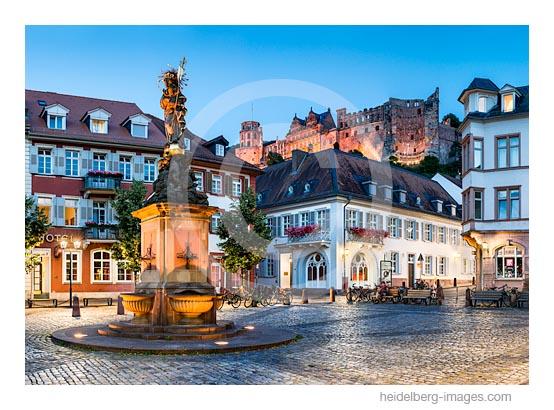 Archiv-Nr. hc2016127 / Kornmarkt und Schloss in der Dämmerung