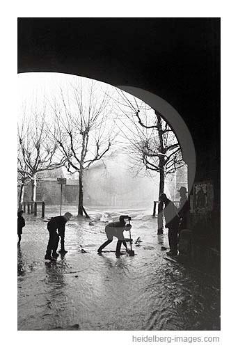 Archiv-Nr. H4532-15 / Hochwasser unter der Alten Brücke