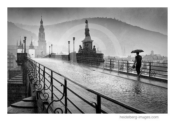 Archiv-Nr. h2020142 | Gewitterregen auf der alten Brücke