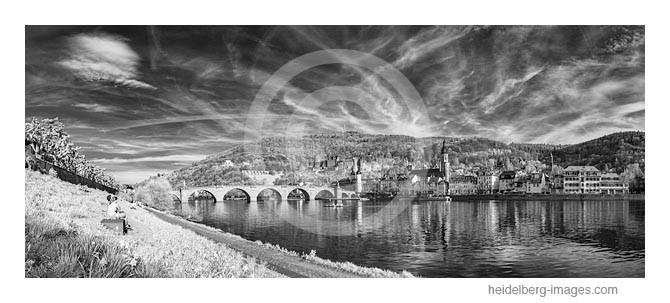 Archiv-Nr. h2013119 / Ungewöhnliche Wolkenformation über Heidelberg