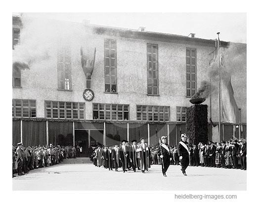 Archiv-Nr.  73 / Jubiläumsfeier auf dem Universitätsplatz