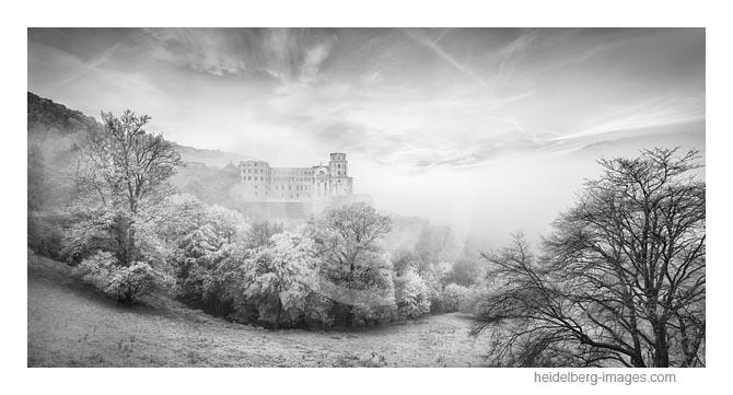Archiv-Nr. h2017160 | Heidelberger Schloss im Nebel versunken