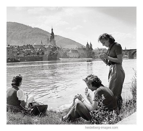Archiv-Nr. 3_11H / Heidelberg, Gänsefütterung am Neckarufer