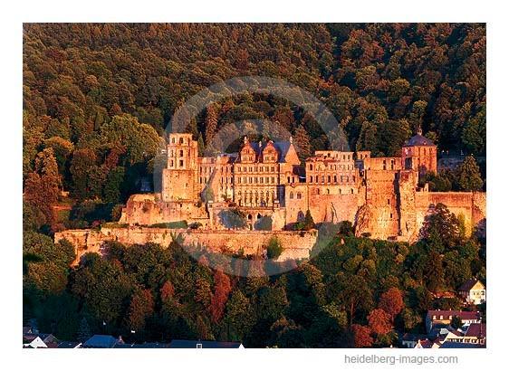 Archiv-Nr. hc2003184 / Schloss im herbstlichen Abendlicht
