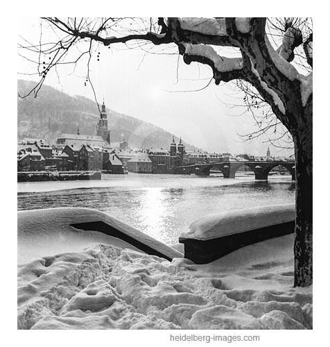 Archiv-Nr. h17/5 Verschneites Neckarufer mit Blick auf die Altstadt