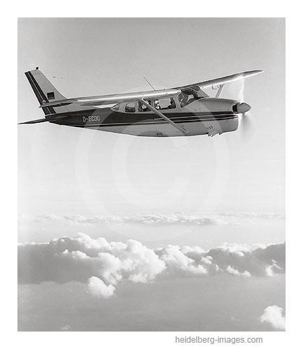 Archiv-Nr. L_6701 / Cesna über den Wolken
