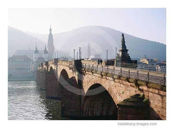 Archiv-Nr. hc95126 | Spaziergänger auf der Alten Brücke