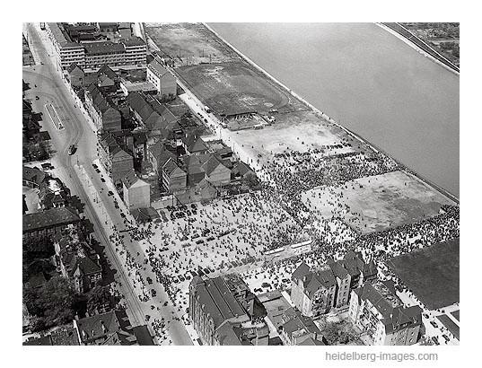 Archiv-Nr. L10_7508 / Luftbild von der Einweihung der Hindenburg Brücke in Bergheim