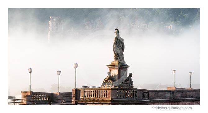 Archiv-Nr. hc2016117 | Alte Brücke im Nebel