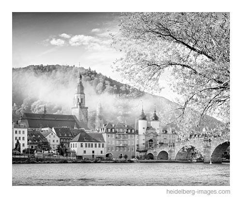 Archiv-Nr. h2014163 | Alte Brücke und Altstadt im Morgennebel