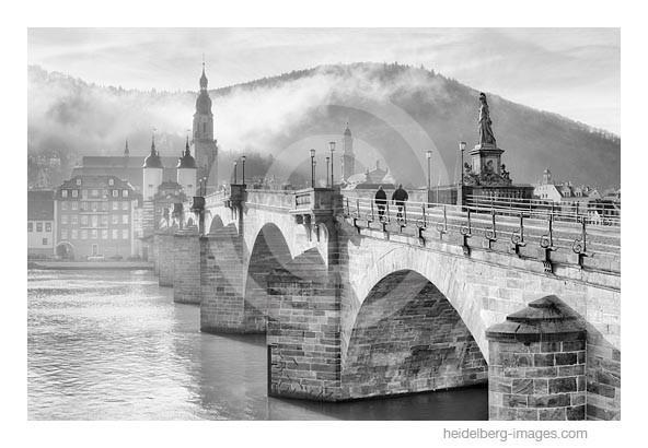 Archiv-Nr. h2014101 | Heidelberg, Morgennebel an der Alten Brücke