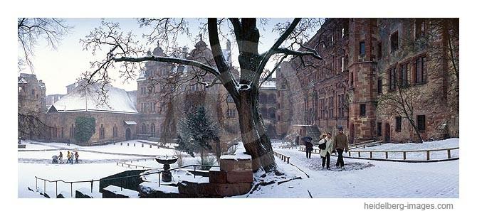 Archiv-Nr. hc2004103 / Schneebedeckter Schlosshof