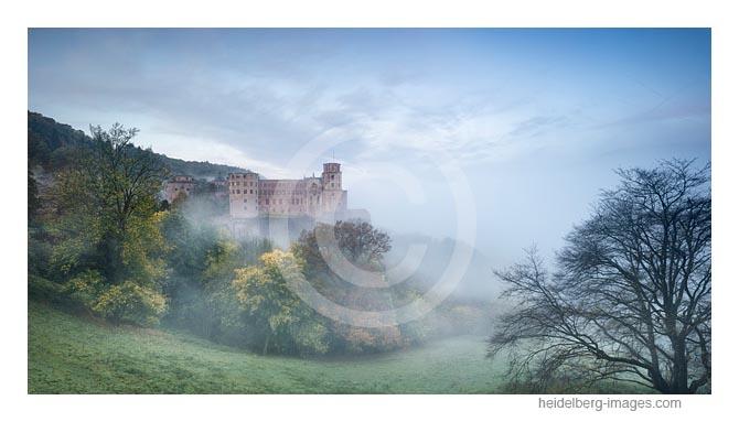 Archiv-Nr. hc2017182 / Schloss im Morgennebel