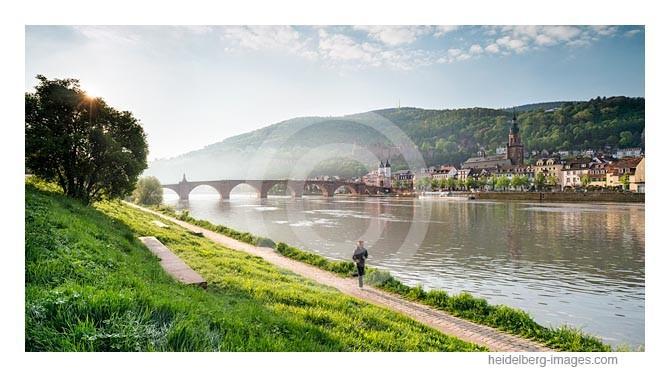 Archiv-Nr. hc2013137 | Morgenlauf am Neckar vor der Silhouette der Altstadt