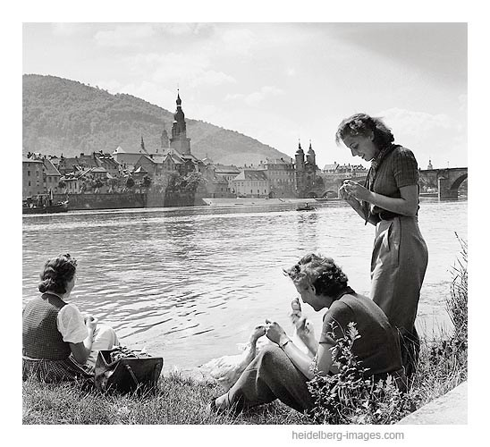 Archiv-Nr. 3_11H / Gänsefüttern am Neckarufer