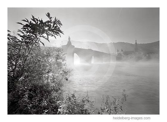 Archiv-Nr. h2005152 | Morgennebel an der Alten Brücke