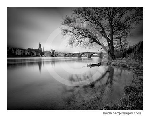 Archiv-Nr. h2014102 | Heidelberg, Blick vom Neckarufer auf die Alte Brücke
