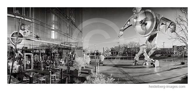 Archiv-Nr. h2007112 / Vorplatz der PrintMediaAcademy