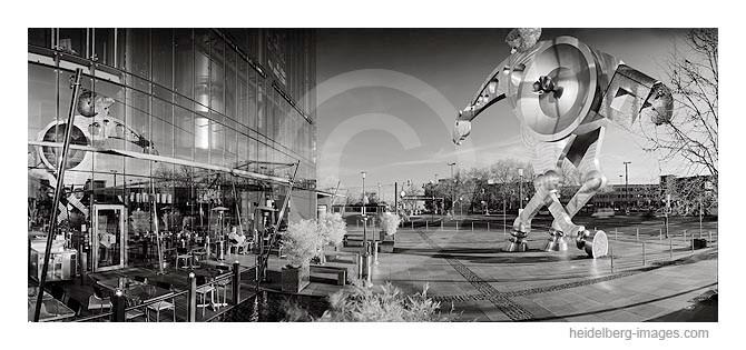 Archiv-Nr. h2007112 | Vorplatz der Print Media Academy