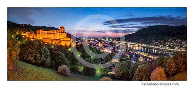 Archiv-Nr. hc2014139 / Schlossblick mit Altstadt und Rheinebene