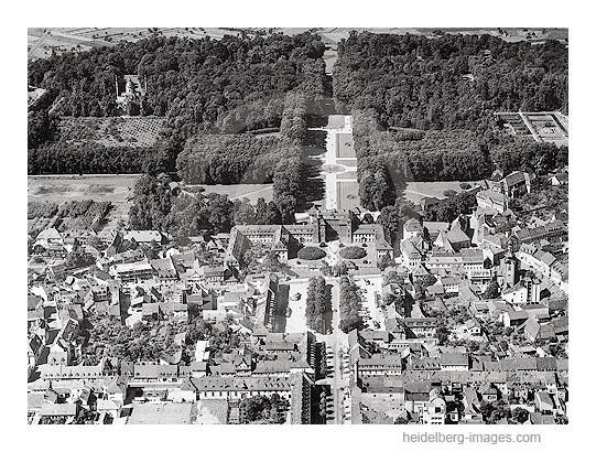 Archiv-Nr. L10_40 / Schwetzinger Schloss aus der Luft
