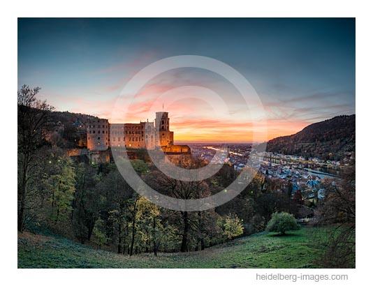 Archiv-Nr. hc2015171 / Heidelberger Schloss in der Abenddämmerung