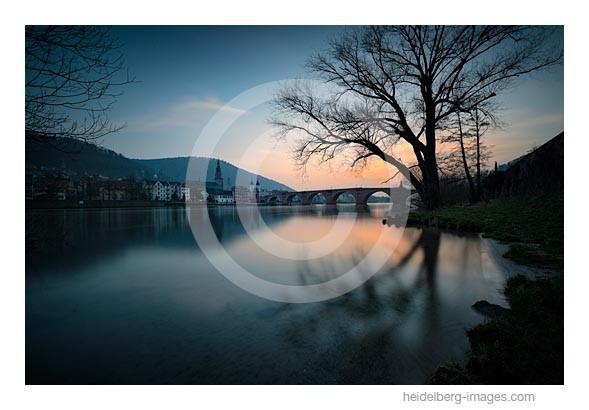 Archiv-Nr. hc2015112 | Abendstimmung über dem Neckarufer und der Alten Brücke