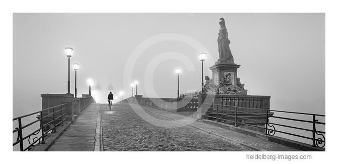 Archiv-Nr. h2019146 |  Alte Brücke im Nebel