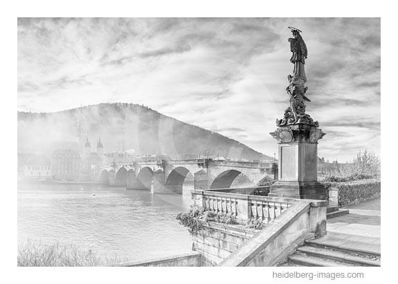 Archiv-Nr. h2015178 | Nepomuk-Statue und Alte Brücke