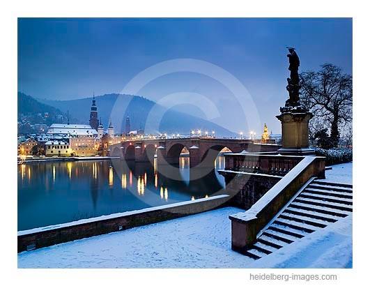 Archiv-Nr. hc2009101 | Nepomuk und Alte Brücke im Schnee