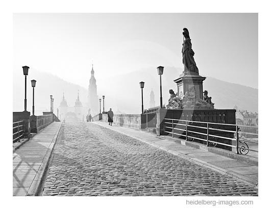Archiv-Nr. h2007187 | Heidelberg, Spaziergänger auf der Alten Brücke