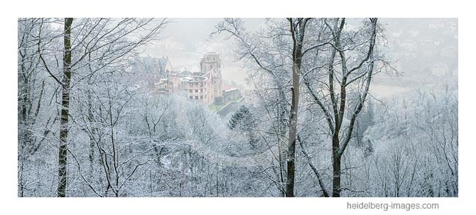 Archiv-Nr. hc2015109 | Malerische Ansicht vom verschneiten Schloss