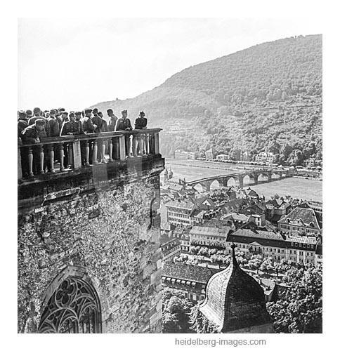 Archiv-Nr. 279hr / Soldaten auf dem Schlossaltan