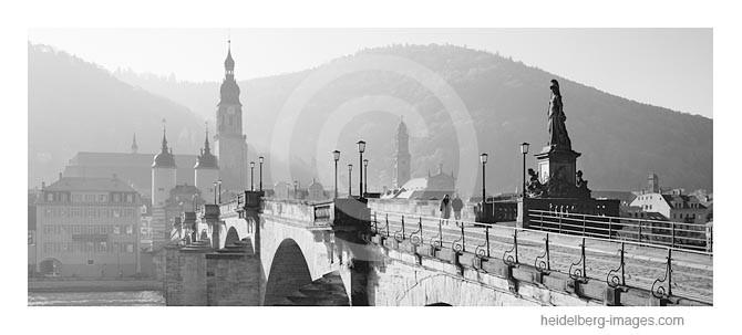 Archiv-Nr. h95126 | Spaziergänger auf der Alten Brücke