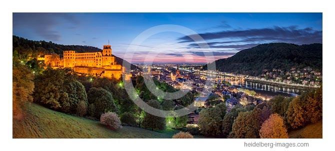 Archiv-Nr. hc2014139 / Heidelberg, Blick von der Scheffelterrasse auf Schloss u. Altstadt in der Abenddämmerung