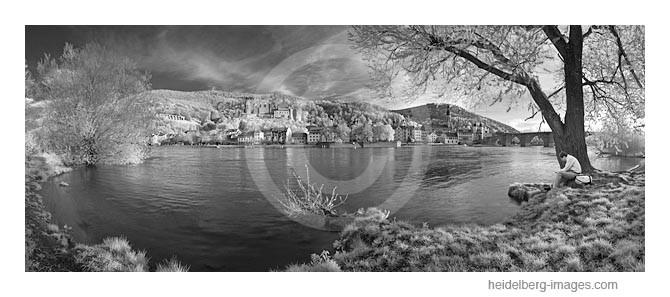 Archiv-Nr.  h2011106a   Blick vom Ufer aus auf Heidelberg