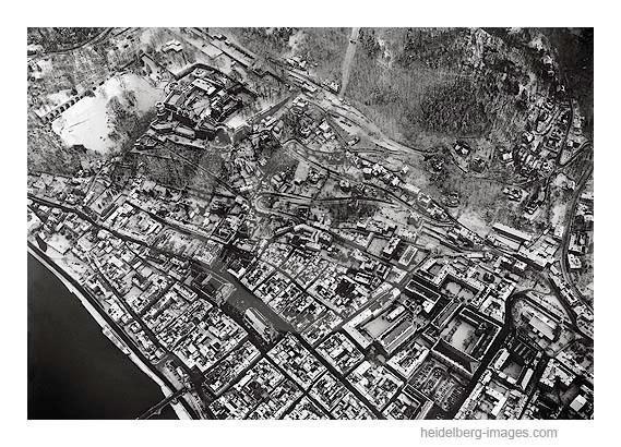 Archiv-Nr. L10_371  / Luftaufnahme vom Schloss u. der Altstadt im Winter 1961